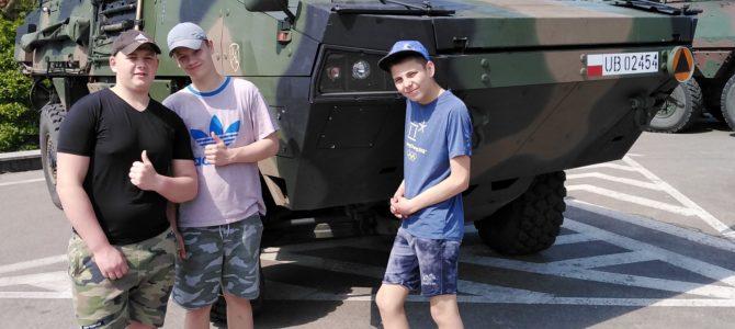 Wychowankowie w koszarach 12 Brygady Zmechanizowanej im. gen. broni Józefa Hallera w Szczecinie